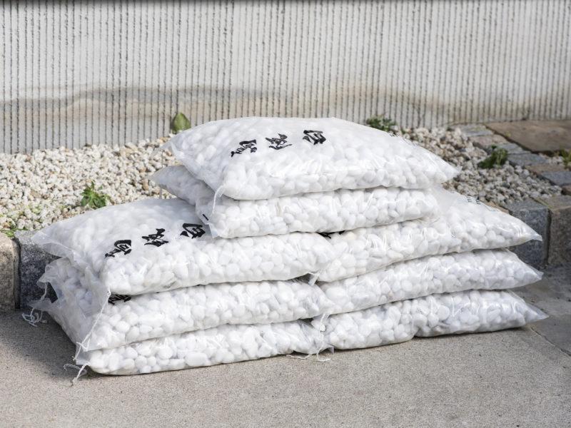自分の庭に砂利を敷きたい!砂利を買うにはどれくらいの量が必要?