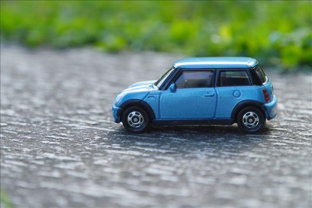 駐車場に石を敷きたい!砂利と砕石のどっちがおすすめ?