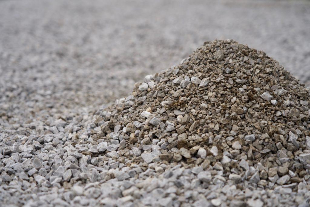 砂利の厚み