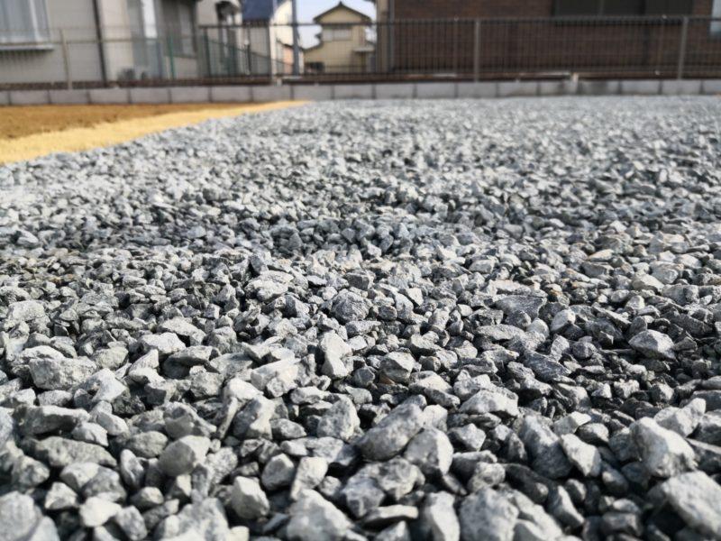 エクステリアに使う「砕石」ってどんな石?種類別特徴と用途の紹介