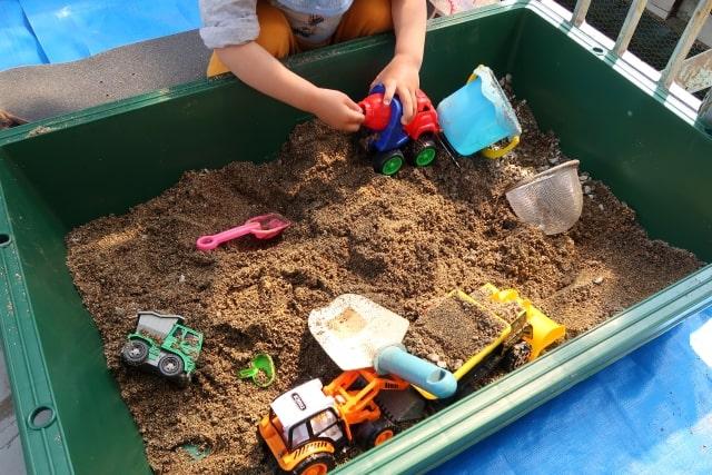 マンションなどの集合住宅のベランダに子ども用の砂場を設置してみよう!